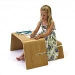Table modulable John Green avec petite fille